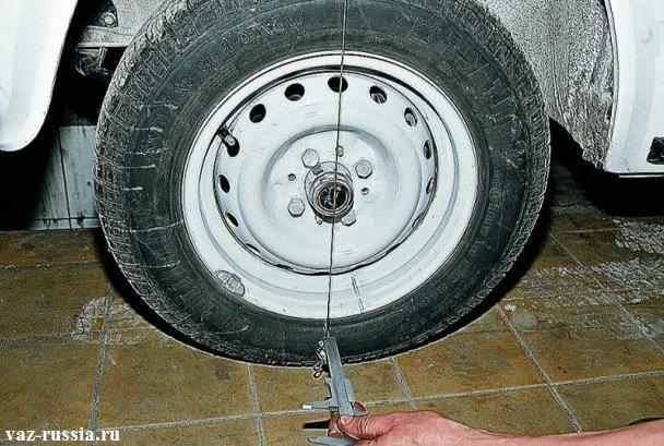 Замер развала колеса вверху и внизу, при помощи нитки и штангенциркуля