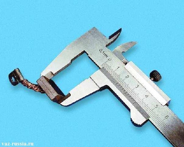 Замер высоты щётки которая должна быть не менее 12 мм