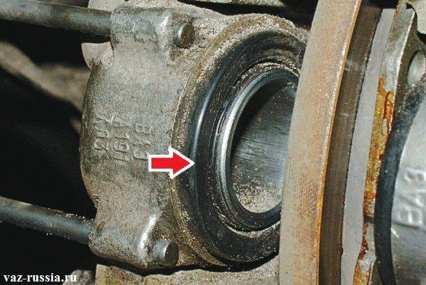 Пальник тормозного цилиндра который указан стрелкой обязательно должен быть цел и не иметь следов разрывов