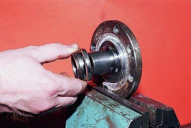 Подробная инструкция в картинках, о том как нужно правильно снимать кольцо подшипника со ступицы переднего колеса на переднем приводе