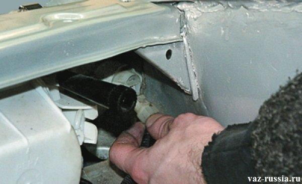 Kolodka provodov ukazatelya povorota - Замена переднего крыла на ВАЗ 2113, ВАЗ 2114, ВАЗ 2115