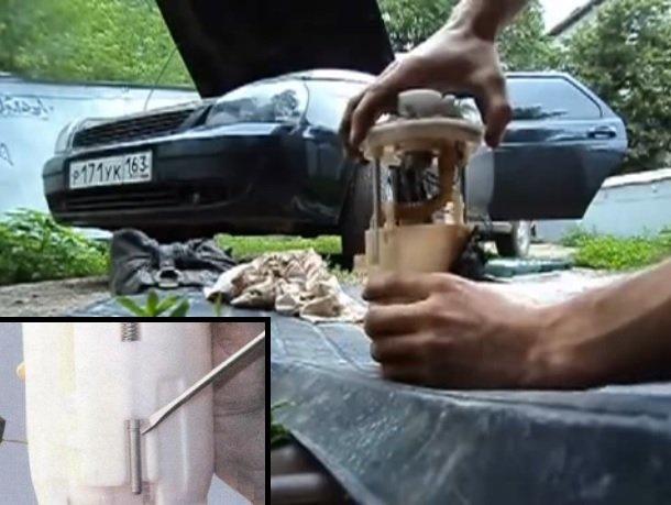 Поднятие вверх за крышку корпус топливного насоса и снятие при помощи отвёртки с одной из направляющих стопорного кольца, как показано на маленькой фотографии