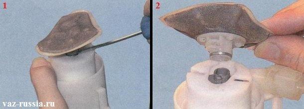 Поддевание с помощью отвёртки сеточки бензонасоса и её снятие