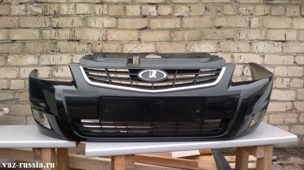 На фото изображён стандартный бампер от приоры второго поколения