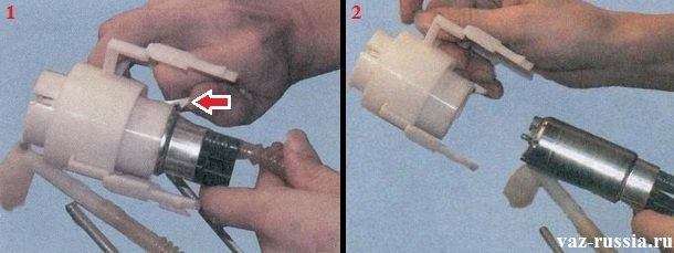 Нажатие на фиксатор и извлечение самого бензонасоса из корпуса в котором он установлен