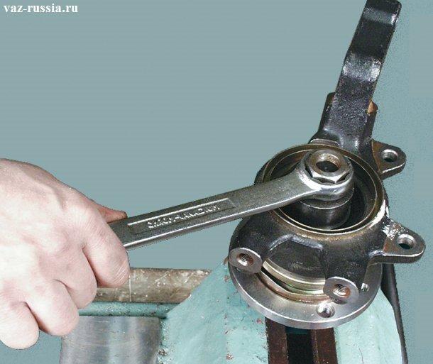 Установка при помощи специальной оправки ступицы на своё место