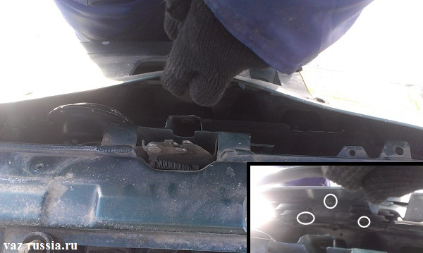 Отгибание верхней части бампера показано на основном фото, а на маленьком показы места где находятся три фиксаторных шайбы крепления решётки радиатора
