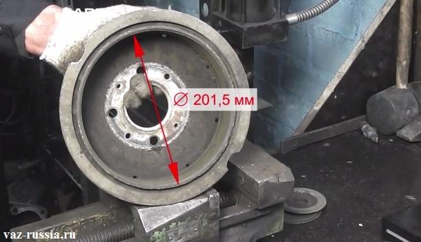 Внутренний диаметр изношенного барабана который равен 201,5 мм, в этом случае барабан нужно менять на новый