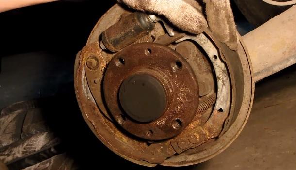 Замена задних тормозных колодок на ВАЗ