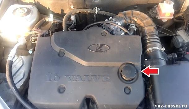 Стрелкой указан экран двигателя автомобиля который вам придётся снять