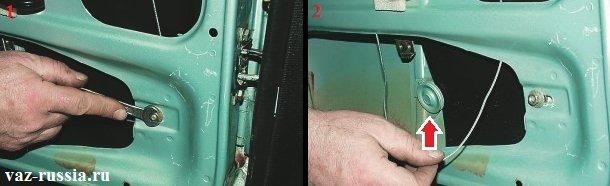Ослабление гайки крепления натяжного ролика и его смещение, тем самым снятие после этого с него троса и снятие троса с нижнего ролика