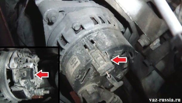 Стрелкой указан вывод идущий от регулятора и подсоединяющий к себе ещё колодку с проводами