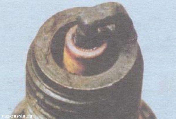 Свеча с глазурным оттенком на изоляторе