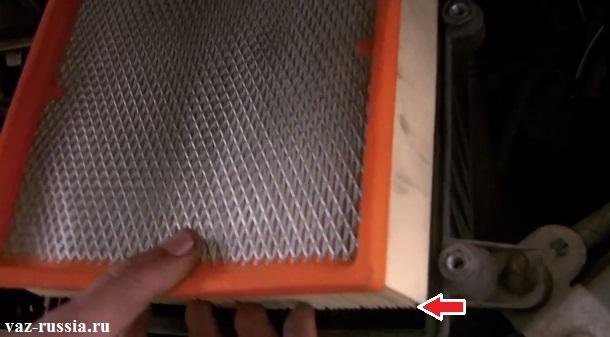 Стрелкой указаны гофры фильтра или их ещё называют рифлёной его частью