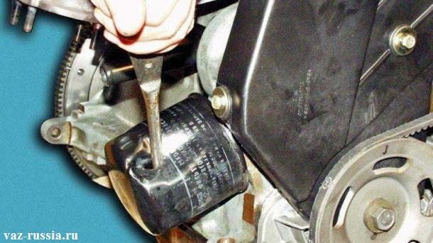 Пробивание масляного фильтра с последующим его отворачиванием