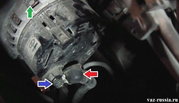 На фото показана схема подключения вольтметра, благодаря которому можно будет проверить напряжение в бортовой сети автомобиля