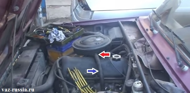 Шланг вентиляции картерных газов изображён на рисунке