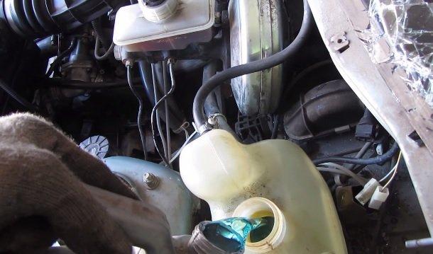 Замена охлаждающей жидкости на ВАЗ