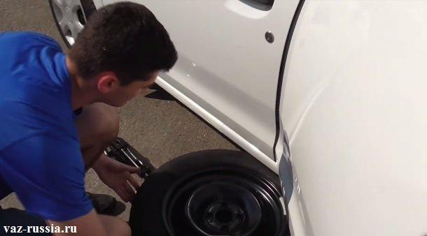 Подкладка колеса под боковую часть автомобиля