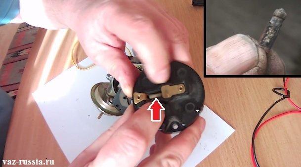 Резистор расположенный внутри бегунки, который можно легко достать при помощи отвёртки и проверить на прогар