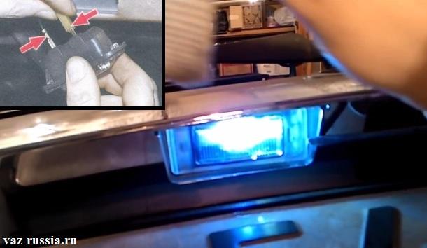 Вынимание плафона подсветки из отверстия в крышки багажника