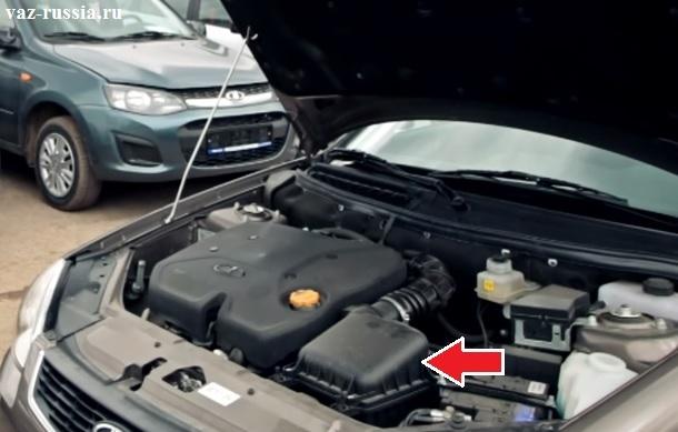 Стрелкой показано где располагается корпус фильтра в автомобиле