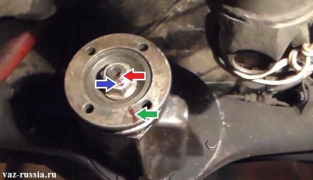 Метки нанесённые на фланец редуктора для того чтобы при обратной установке, гайка завернулась правильно потому что если её сильно перетянуть, то можно загубить подшипник, распорную втулки и другие детали