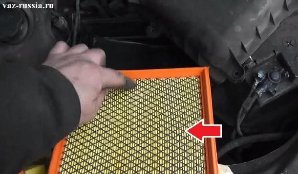 Стрелкой показана сетчатая часть фильтра, через эту часть и нужно продувать его