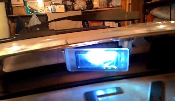 Замена лампы подсветки номера на ВАЗ