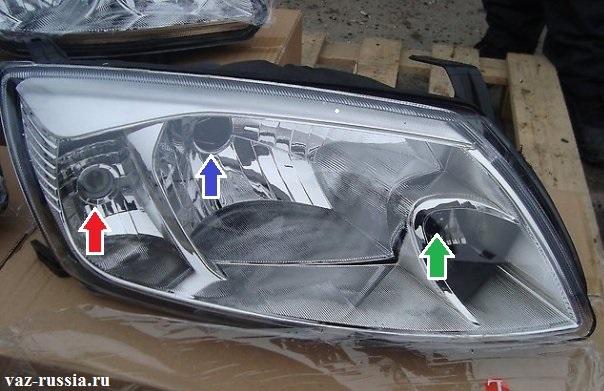Стрелками показано где в блоке фары находиться какая лампа