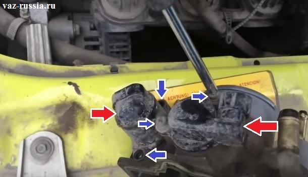 Выворачивание винтов которые крепят оба датчика и снятие этих датчиков с дроссельного узла и перенос их на новый