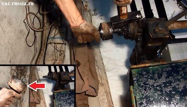 Сбивание ШРУСа с хвостовика привода и его снятие