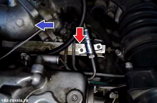 Стрелками на фото указано местонахождение ресивера и топливной рампы