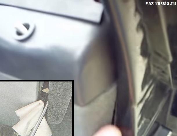 Вставление отвёртки между дверью и подкладка ткани на дверь чтобы её лакокрасочное покрытие не повредить