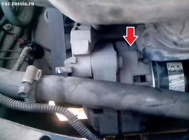 Местонахождение генератора указано стрелкой на фото