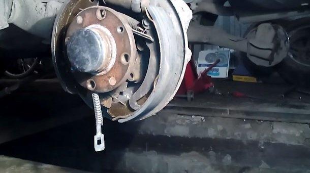 Замена троса ручника на ВАЗ