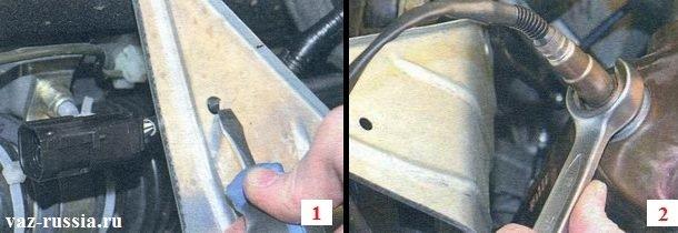 Поддевание фиксатора который крепит провод к теплоизоляционному щиту и его вынимание, а так же выкручивание датчика кислорода и его снятие в дальнейшем