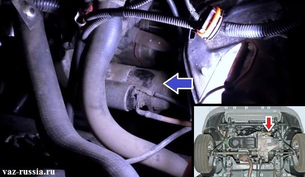 Стрелкой показано местонахождение стартера в автомобиле