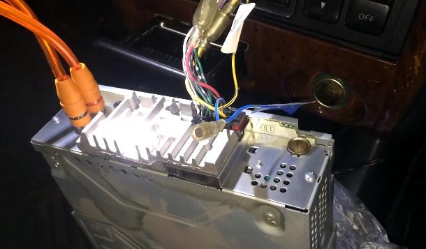 Как установить музыку в машину самому, подробная инструкция!