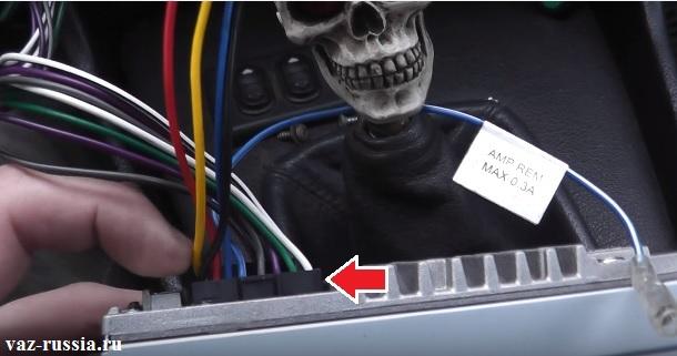 Колодка проводов подсоединяющаяся к магнитофону