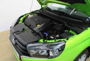 Двигатель под капотом Весты